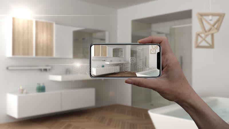 Wręcza trzymać mądrze telefon, symuluje projektów produkty w reala domu, AR zastosowanie, meblarskiego i wewnętrznego, architekta zdjęcia royalty free
