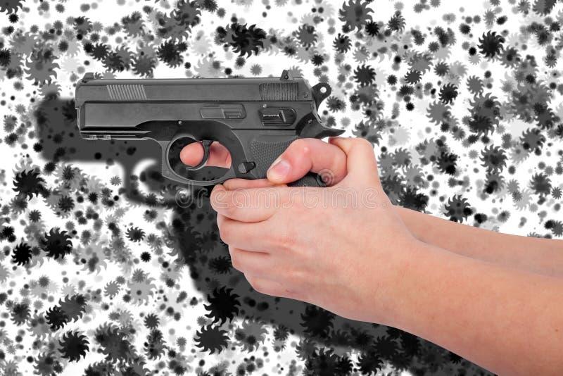 Wręcza trzymać pistolet odizolowywający na czarny i biały tle zdjęcie royalty free