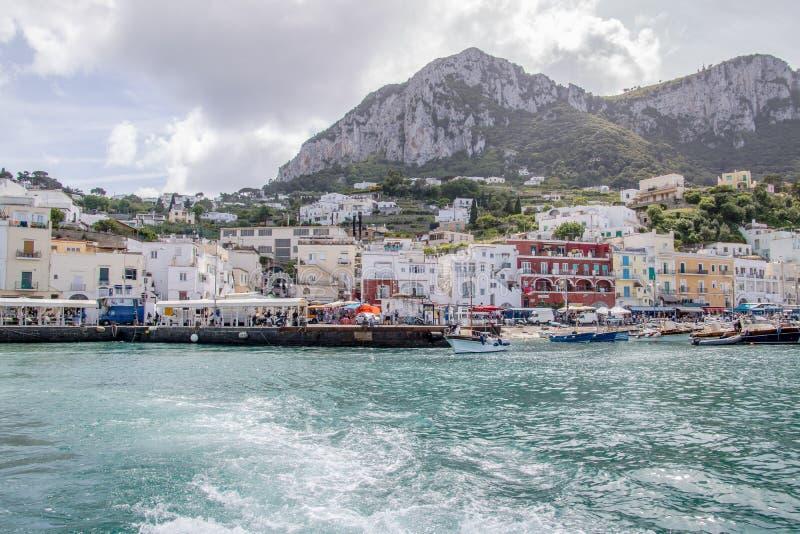 Wrażenia łódkowata wycieczka wokoło wyspy Capri w wiośnie, Włochy fotografia royalty free