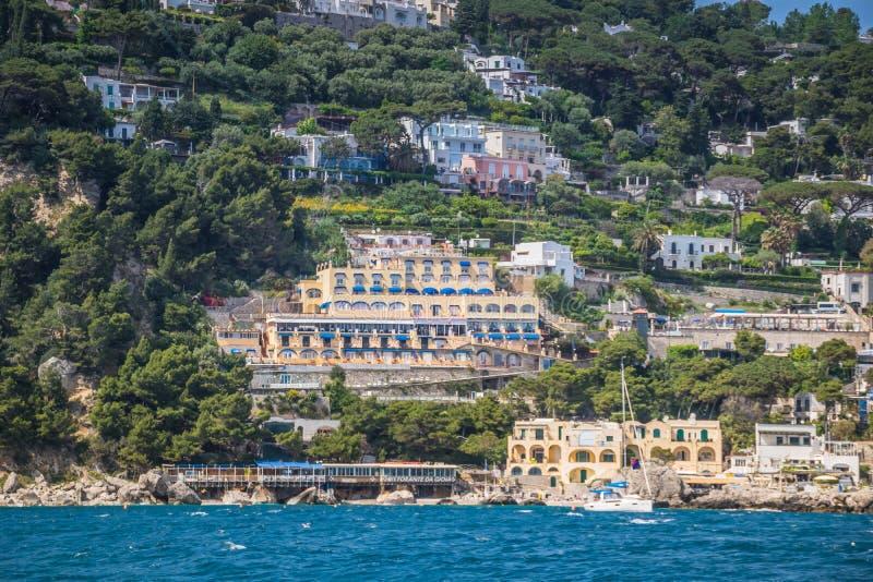 Wrażenia łódkowata wycieczka wokoło wyspy Capri w wiośnie, Włochy zdjęcia royalty free