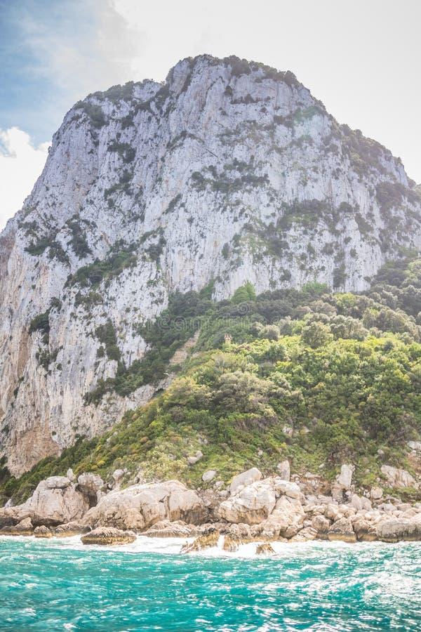 Wrażenia łódkowata wycieczka wokoło wyspy Capri w wiośnie, Włochy obrazy royalty free