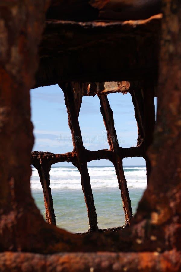 Download Wrak statku zdjęcie stock. Obraz złożonej z wyspa, ocean - 41953674