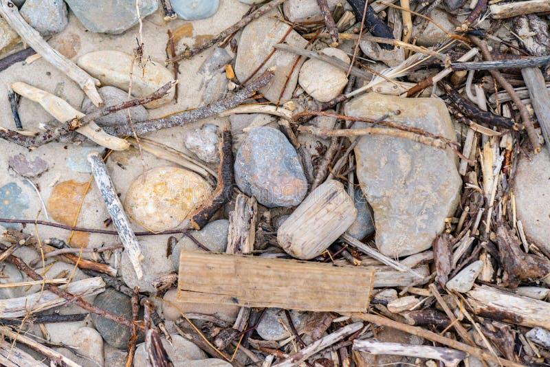 Wrakstukken bij het strand stock afbeeldingen