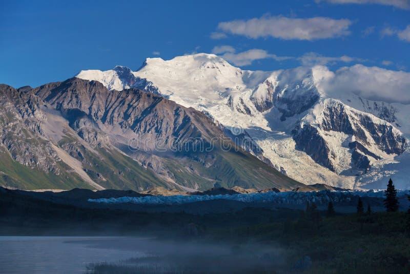 Download Wrangell stockfoto. Bild von wolke, berg, reflexion, erholung - 90227762
