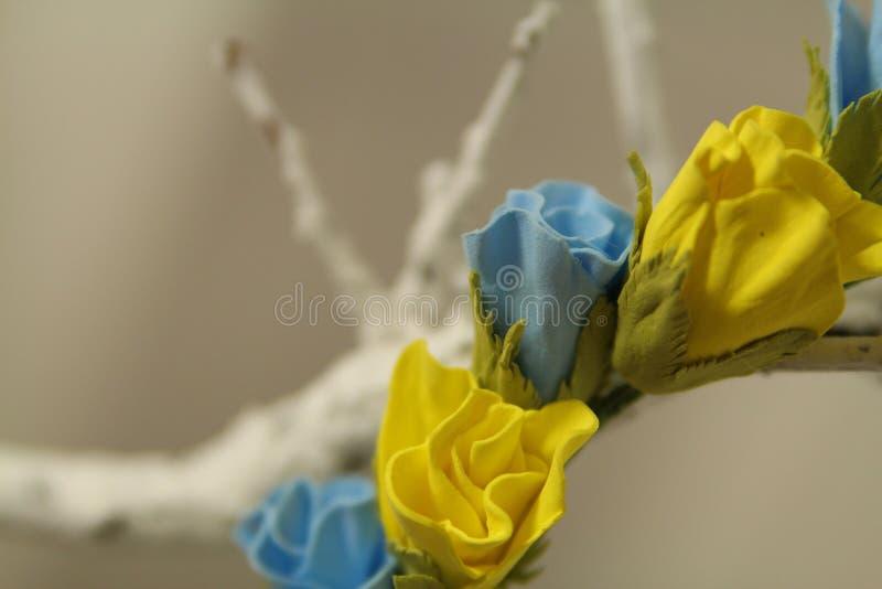Wreth de la decoración del pelo de flores coloreadas artificiales fotos de archivo libres de regalías