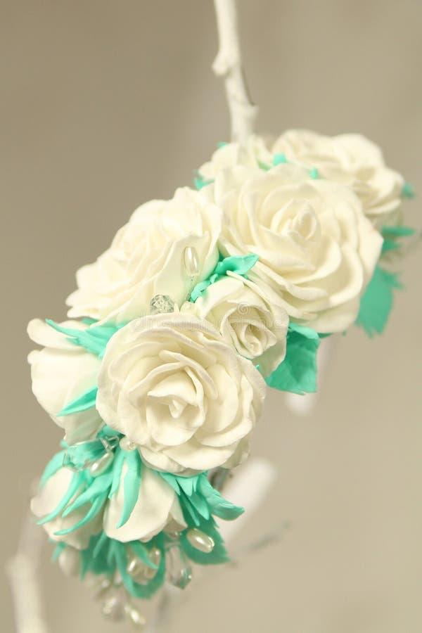 Wreth de la decoración del pelo de flores coloreadas artificiales imágenes de archivo libres de regalías