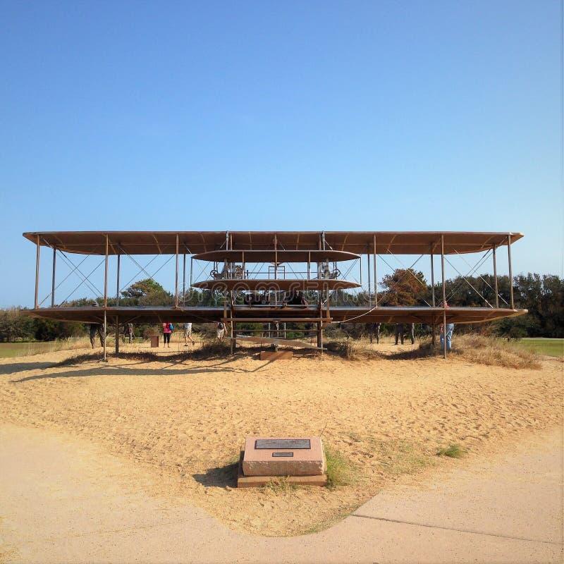 Wright Brothers National Memorial som lokaliseras i bytejäkelkullar, North Carolina royaltyfri fotografi
