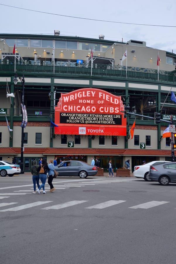 Wrigley-Feldbaseballstadion in Wrigleyville Chicago stockbilder
