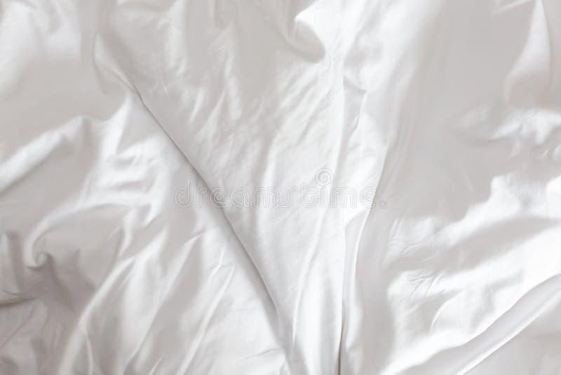 Wrinkeld witte deken als achtergrond royalty-vrije stock fotografie