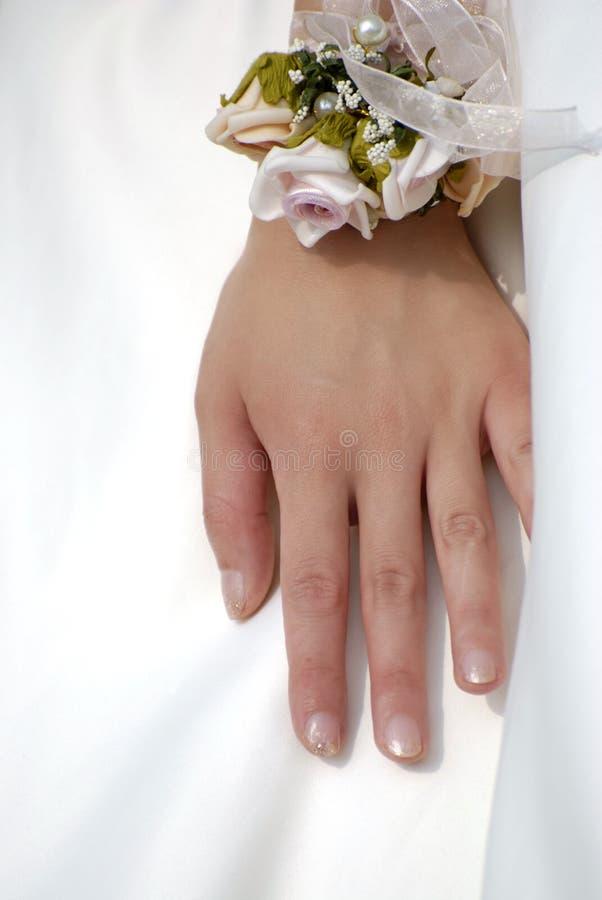 wrist för brudblommahand s arkivbilder