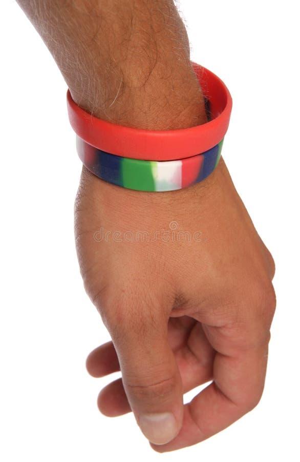 Wristbands da caridade no entalhe do pulso fotografia de stock