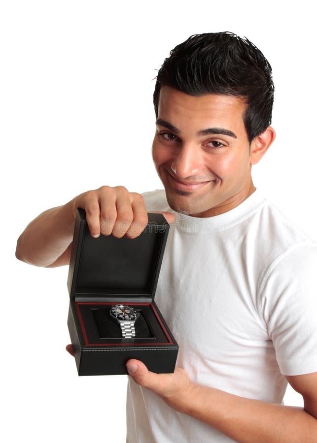 wristwatch продавеца рекламируя человека стоковое изображение rf