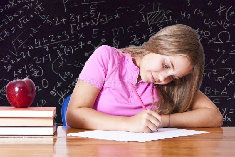 writing för flickaskolatabell royaltyfri foto