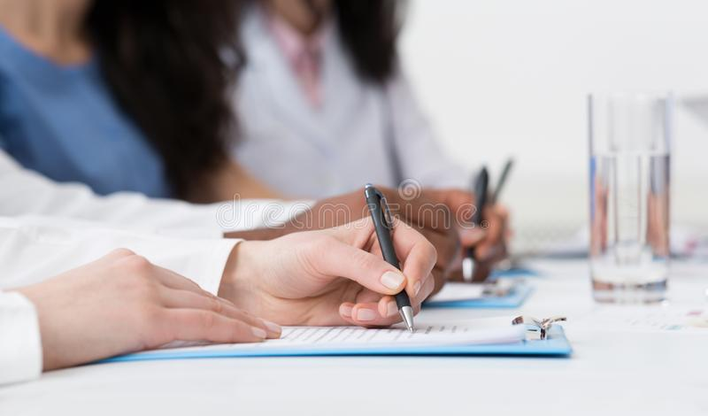 : Writing On Paper At医生会议 免版税库存照片
