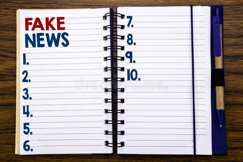Writing teksta seansu imitaci wiadomość Biznesowy pojęcie dla bajerowania dziennikarstwa Pisać na notatnika nutowym papierze, dre fotografia stock