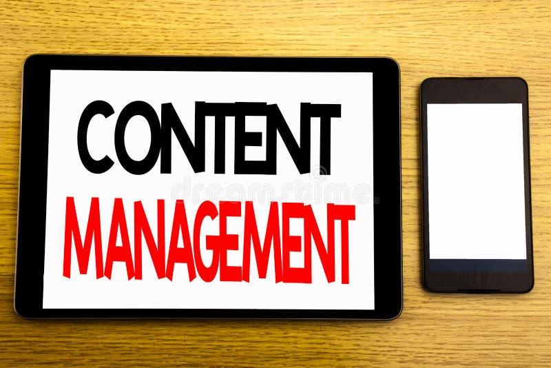 Writing teksta seansu zawartości zarządzanie Biznesowy pojęcie dla Cms Online strony internetowej Pisać na pastylka laptopie, dre fotografia royalty free
