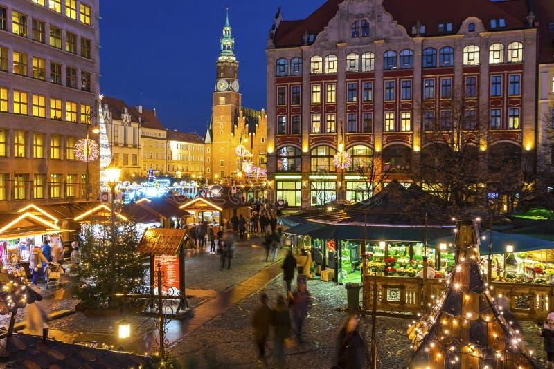 WROCŁAWSKI, POLSKA - DEC 8, 2017: Boże Narodzenia wprowadzać na rynek na Targowym kwadracie Rynek w Wrocławskim, Polska  fotografia stock