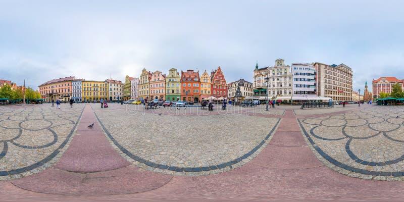 WROCLAW, ПОЛЬША - СЕНТЯБРЬ 2018: Полностью безшовные 360 градусов двигают под углом панорама взгляда на месте рыночной площади со стоковые фото