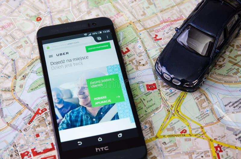 WROCLAW, ПОЛЬША - 11-ОЕ АВГУСТА 2016: Uber app часто используемый f стоковые изображения rf