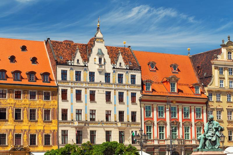 Wroclaw, frentes de viviendas históricas en la ciudad vieja imágenes de archivo libres de regalías