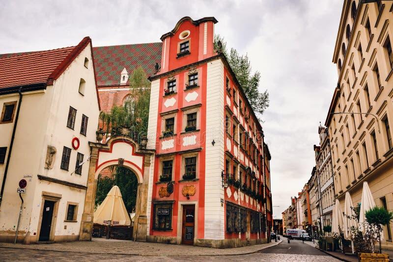 WROCLAW, POLÔNIA - 30 DE JULHO DE 2018: Construções no mercado medieval em Wroclaw fotos de stock royalty free
