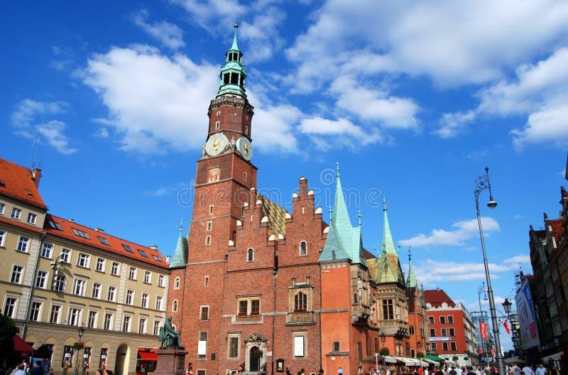Wroclaw, Poland: Câmara municipal de Ratusz no quadrado de Rynek foto de stock