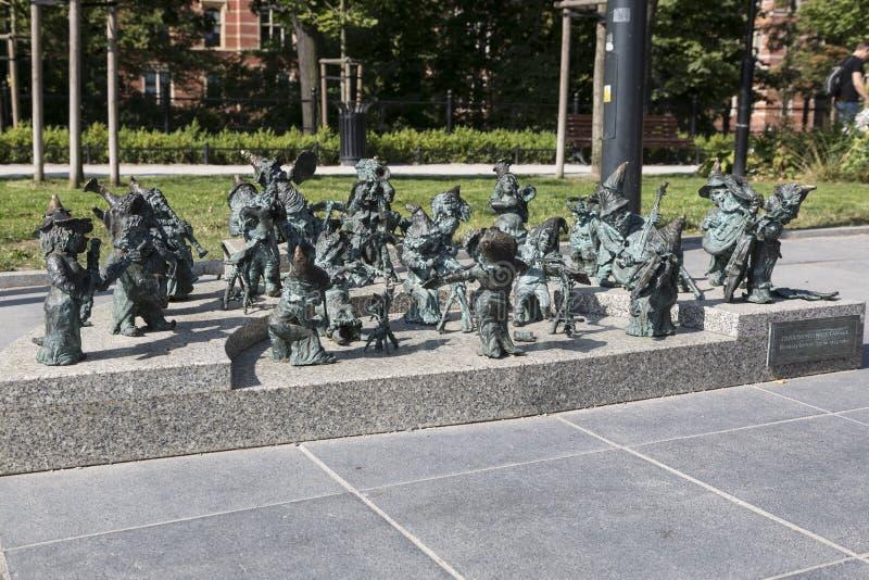 Wroclaw, Pologne, l'Europe, centre, ville, orchestre, nain, vue, petite, décoration, métal, art, voyage, peu, cru, drôle, symb photos libres de droits