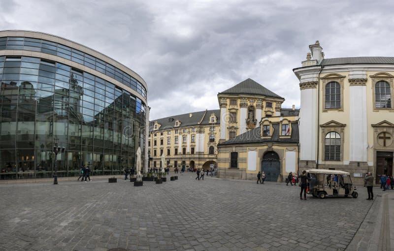 Wroclaw, Pologne - 3 mai 2019 : Cath?drale de St John ? Wroclaw, nuages blancs de ciel bleu de journ?e de printemps de paysage images stock