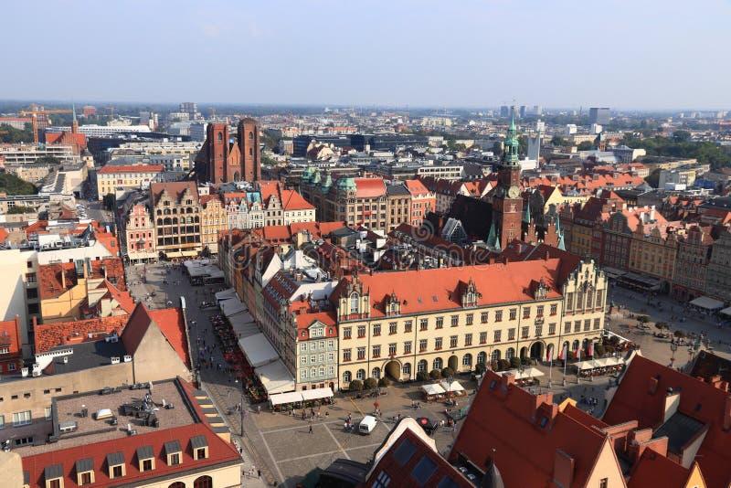 WROCLAW, POLONIA - 2 DE SEPTIEMBRE DE 2018: Vista aérea del cuadrado de ciudad (Rynek) en Wroclaw, Polonia Wroclaw es la 4ta ciud imagen de archivo