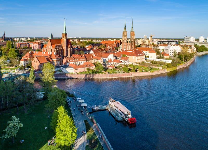 Wroclaw, Polonia Ostrow Tumski con la cattedrale e la chiesa gotiche immagine stock