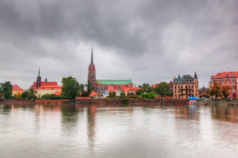 Wroclaw, Polonia. Ostrow Tumski ed il fiume Oder fotografia stock libera da diritti