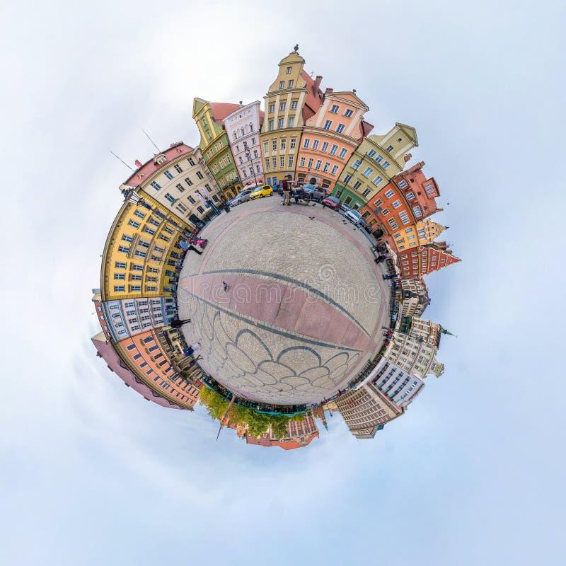 WROCLAW, POLONIA - OTTOBRE 2018: Piccolo pianeta Vista aerea sferica di panorama 360 sulla citt? medievale antica Wroclaw, Poloni fotografia stock libera da diritti