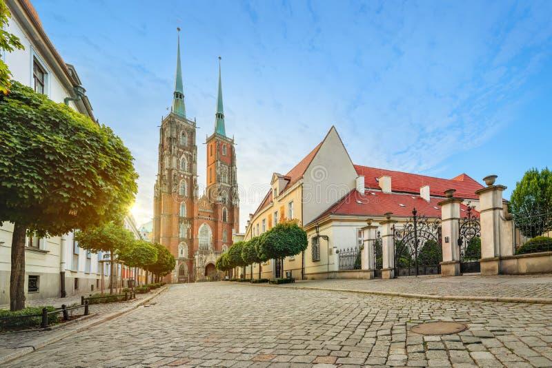 Wroclaw, Polonia Vista panorámica de la catedral en puesta del sol fotos de archivo libres de regalías