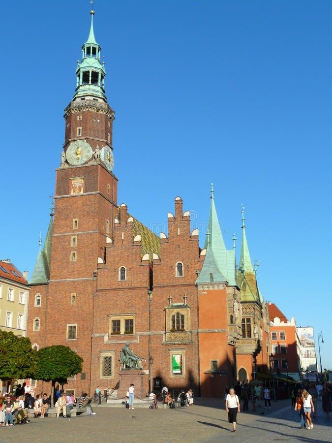 WROCLAW SILESIA, Polen- stadshus på den huvudsakliga fyrkanten royaltyfria bilder