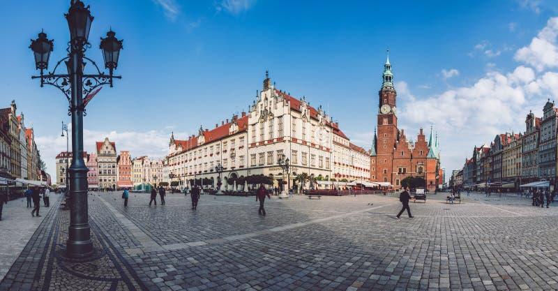 Wroclaw stadshus och marknadsfyrkant arkivbilder
