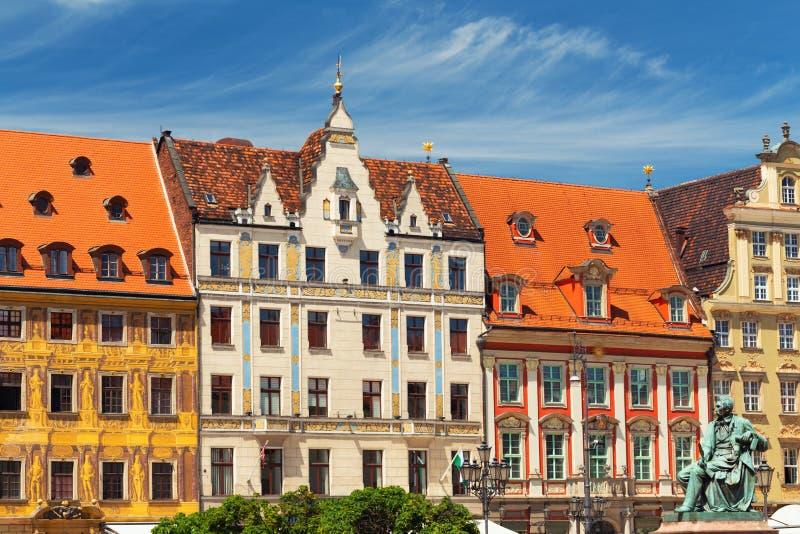 Wroclaw, Voorzijden van historische woningen in de oude stad royalty-vrije stock afbeeldingen