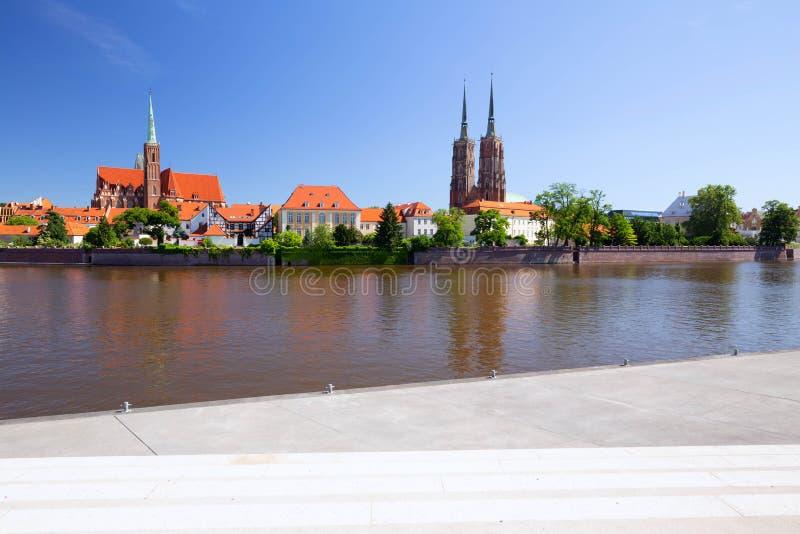 wroclaw vue de bord de mer de l'Ostrów Tumski, le secteur le plus ancien de la ville photo libre de droits