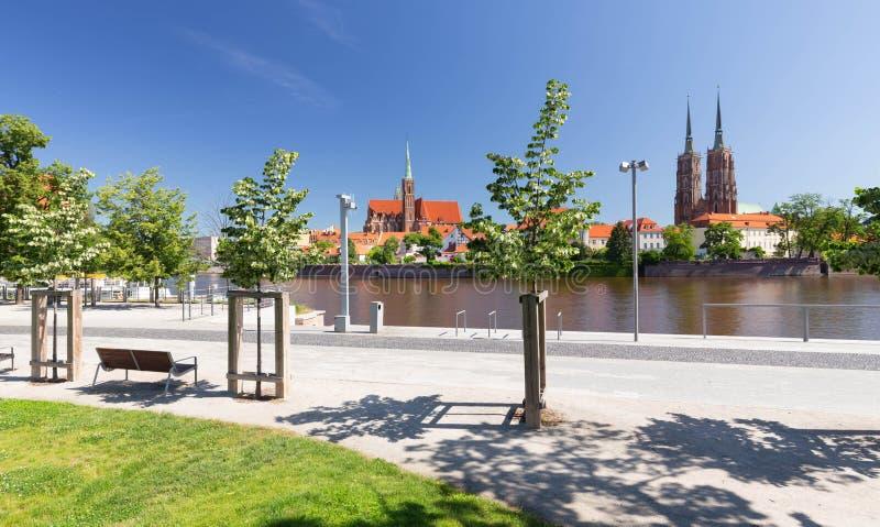 wroclaw vue de bord de mer de l'Ostrow Tumski, le secteur le plus ancien de la ville images stock