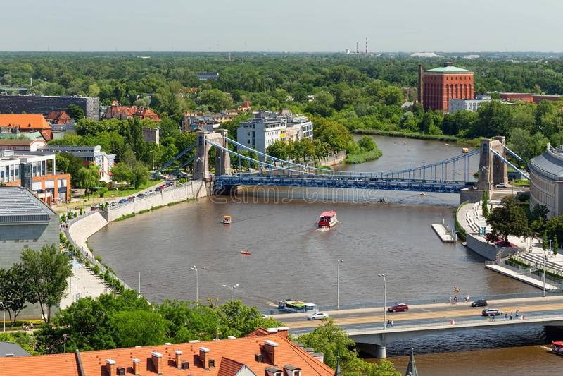 wroclaw Vue supérieure de la rivière et du pont de Grunwaldzki images libres de droits
