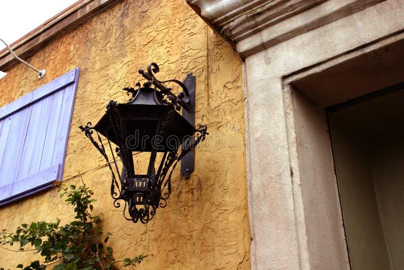 wrought armaturjärnlampa royaltyfri bild