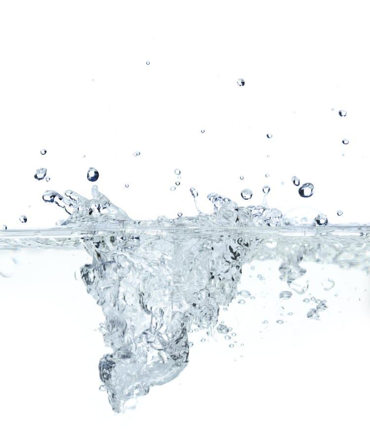 Wrząca woda w ovenproof naczyniu fotografia stock