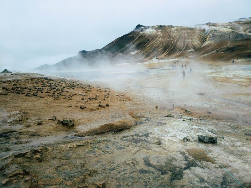 Wrzący błoto w Namafjall Geotermicznym terenie, Hverir, Iceland Geotermiczny teren przy Hverir w północy Iceland blisko Jeziorneg zdjęcie stock
