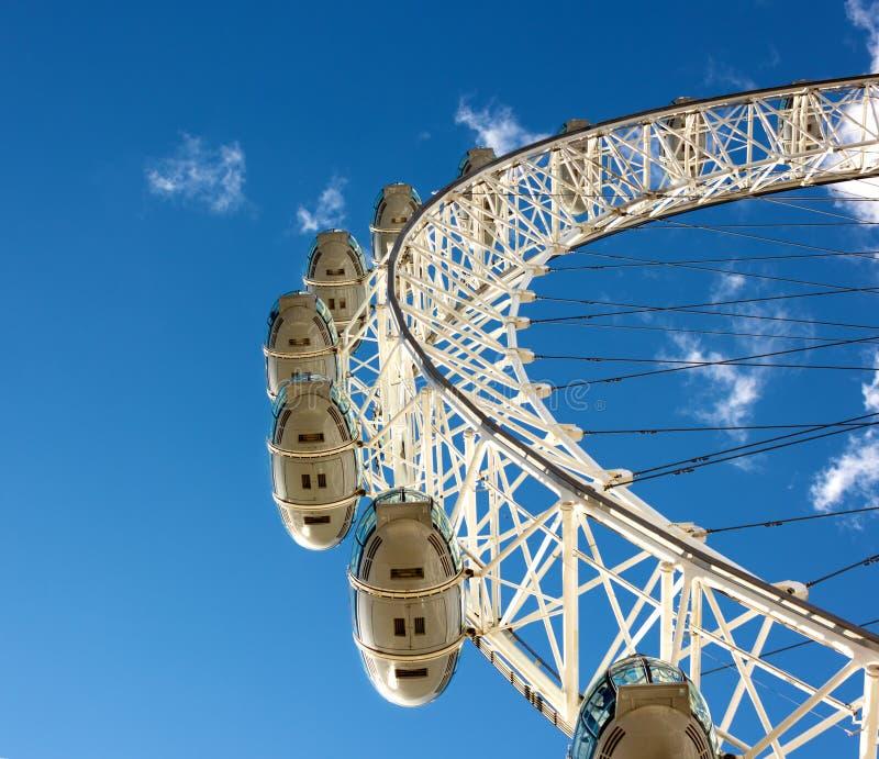 Wrzesień 18, 2012, pod widokiem Londyński oko, Londyn, Zlany królewiątko zdjęcia stock