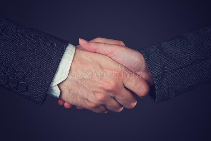 Wsólne przedsięwzięcie biznesu uścisk dłoni fotografia royalty free
