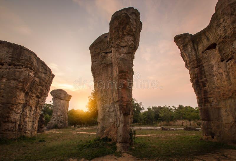 Wschód słońca w ranku przy Phu Lan Kha parkiem narodowym, Mo Hin Khao, Chaiyaphum, Stonehenge Tajlandia obraz stock