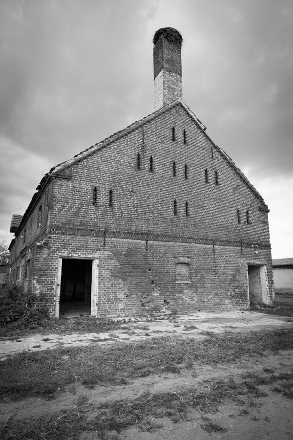 Wschód - niemiec obdrapany dom wiejski fotografia stock