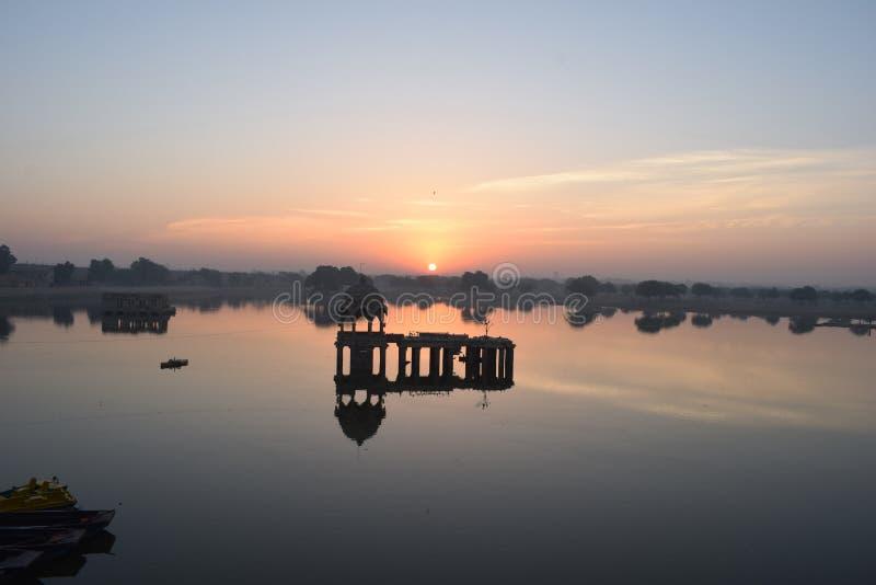 Wschód słońca i jezioro obrazy stock
