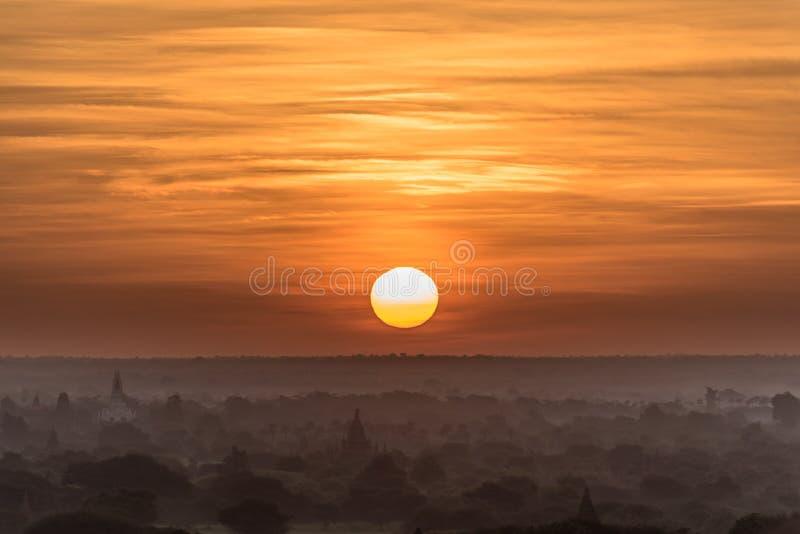 Wschód słońca i pagody, Bagan, Myanmar zdjęcie stock