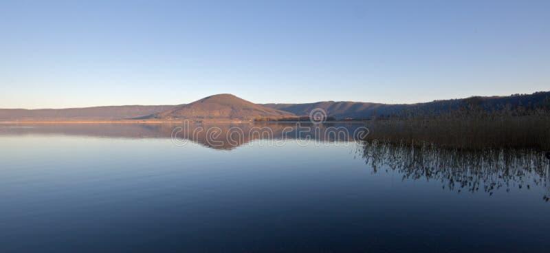 wschód słońca jeziorny vico obrazy stock