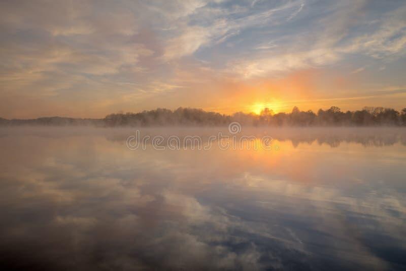 wschód słońca jeziorny whitford zdjęcie royalty free